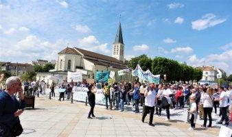 Grande manifestation contre la destruction de la carrière de l'ouest.